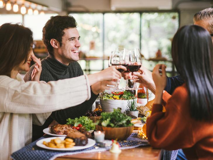 Фото №5 - 10 вредных советов, как встречать гостей (чтобы они больше никогда к вам не пришли)