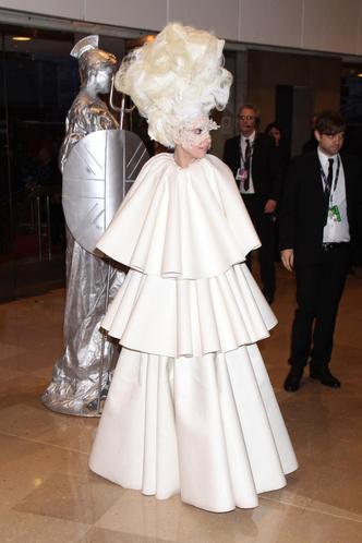 Фото №29 - Модные мученицы: самые неудобные платья звезд