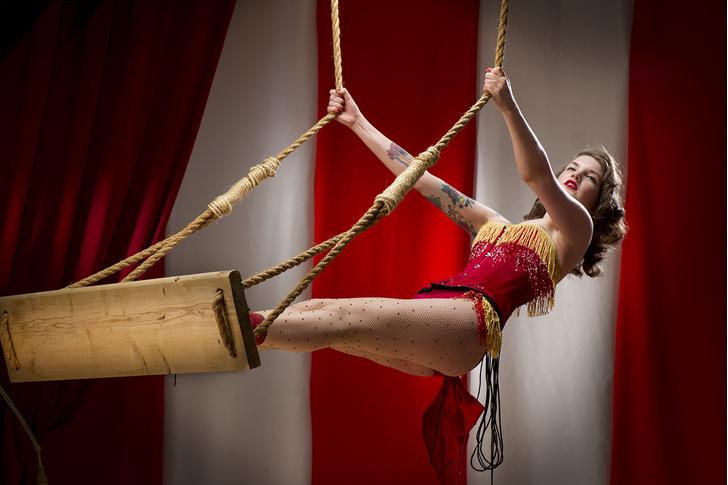 Фото №3 - Принцессы цирка: классификация девушек по фокусам, которых от них можно ждать