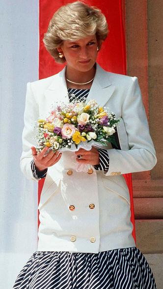 Фото №6 - Любимый предмет гардероба: как принцесса Диана носила жакеты и блейзеры— 30 вдохновляющих примеров