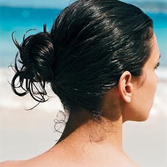 На море наши волосы нуждаются в особенно тщательном уходе и защите