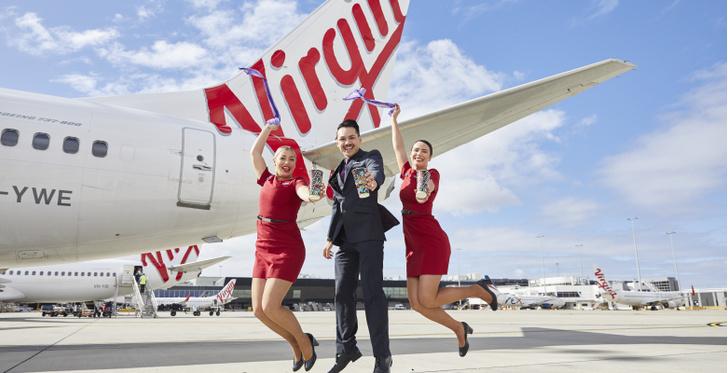 Фото №15 - Небо, самолет, девушка: самые красивые униформы стюардесс в мире