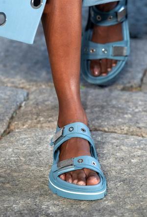 Фото №24 - Самая модная обувь весны и лета 2021: советы дизайнеров
