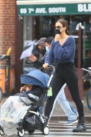Фото №3 - Шейк надела брюки, которые обтянули ее в самых неудачных местах