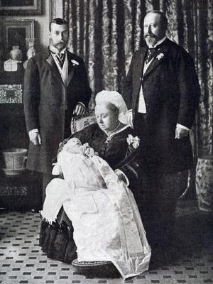 Фото №2 - Семейные узы: действительно ли Королева и принц Филипп родственники