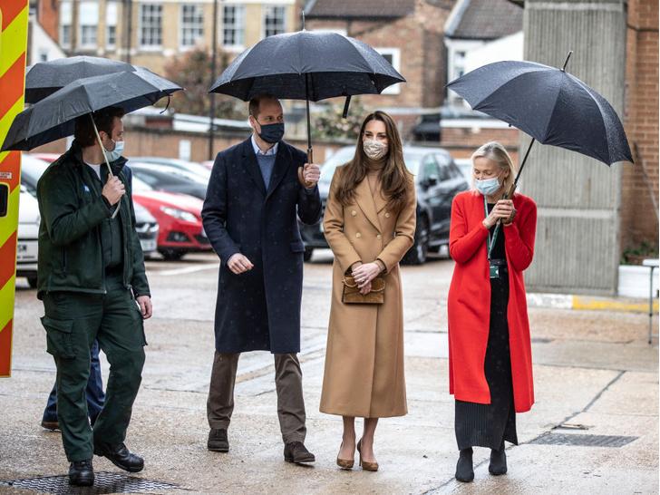 Фото №4 - Как Кейт переживает скандал из-за интервью Сассекских: читаем язык тела герцогини