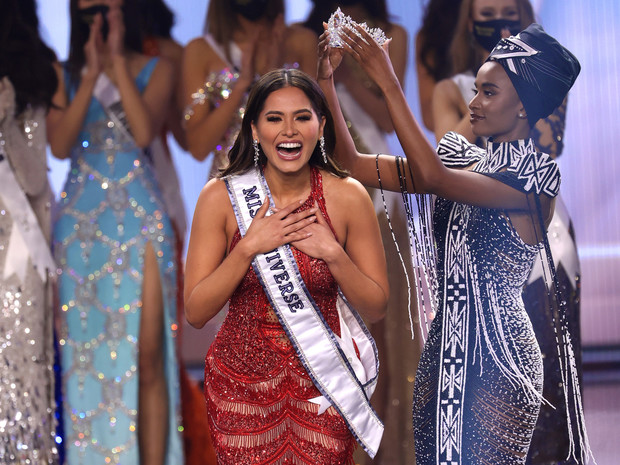 Фото №1 - Феминистка, программистка, красавица: как выглядит новая «Мисс Вселенная»