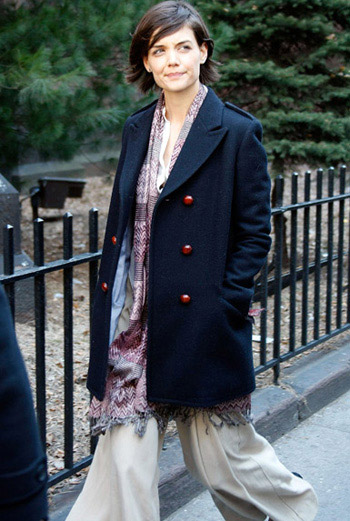 Кэти Холмс в шарфе Missoni.