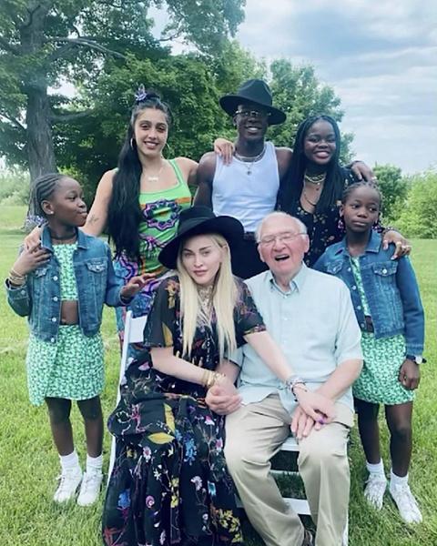 Мадонна дети фото