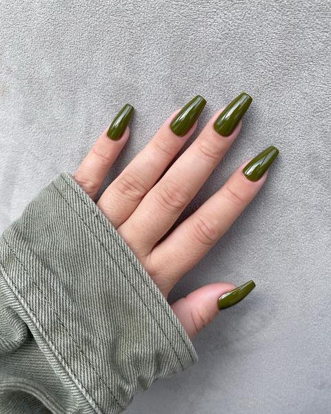 Фото №2 - Маникюр в стиле милитари: модный нейл-тренд от Дахён из TWICE и не только