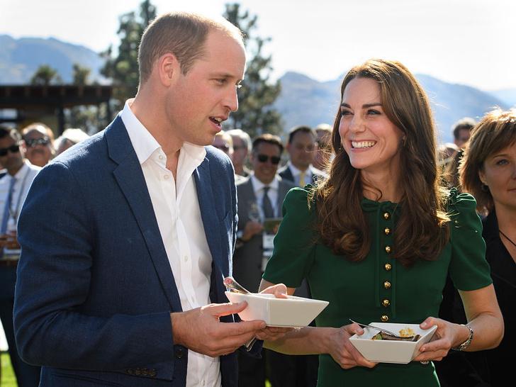 Фото №2 - Что можно и нельзя будущей королеве: 5 самых странных правил, которым обязана следовать Кейт Миддлтон