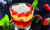 Клубничный трайфл (слоеный десерт)
