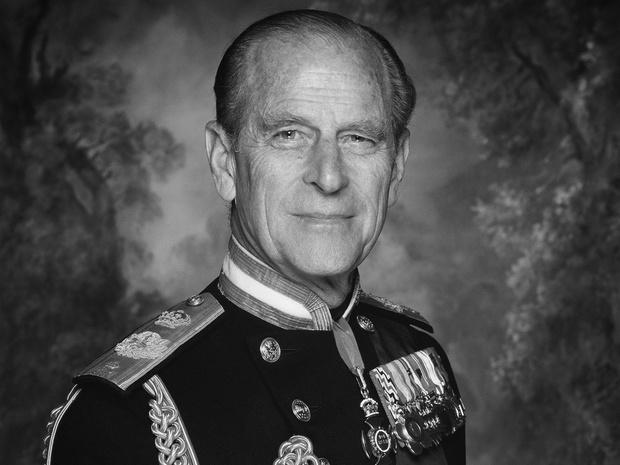 Фото №1 - Скромный принц: последняя королевская традиция, которую нарушил Филипп