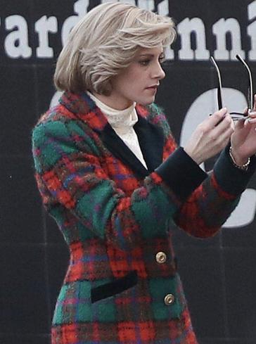 Фото №2 - Просто копия: новые кадры Кристен Стюарт в роли принцессы Дианы