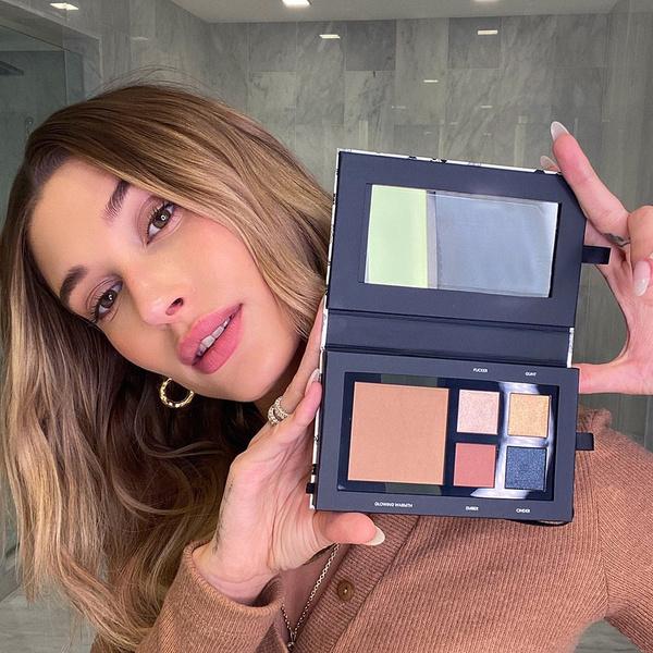 Фото №1 - Фанатское расследование: Хейли Бибер запустит собственный косметический бренд в начале 2021 года