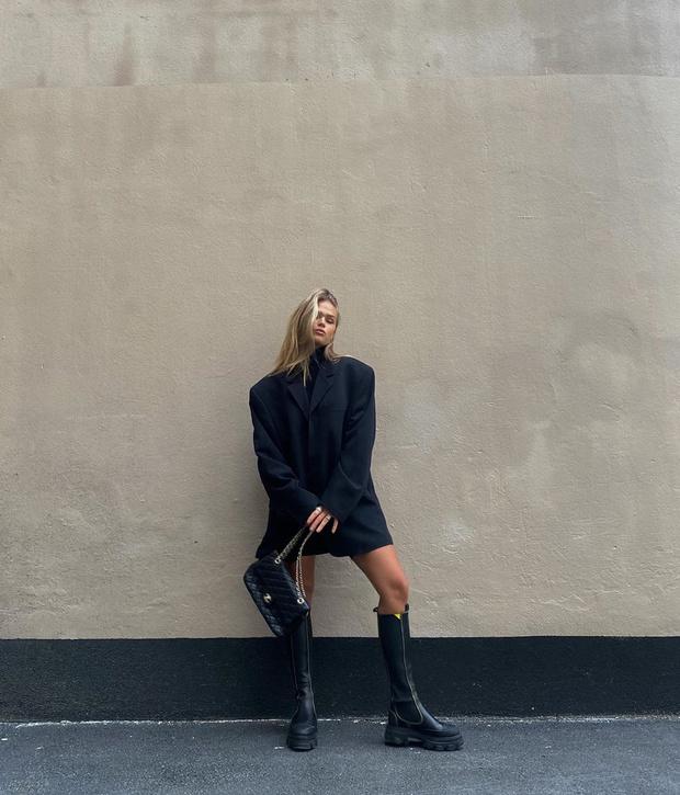 Фото №1 - Инфлюенсер Ханна Шонберг показывает, с чем носить самые модные ботинки этой осени
