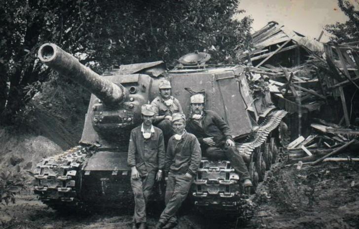 Фото №1 - Консервный нож для немцев: 7 фактов о самой страшной советской самоходке