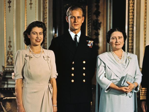 Фото №1 - Без компромиссов: что не поделили принц Филипп и королева-мать