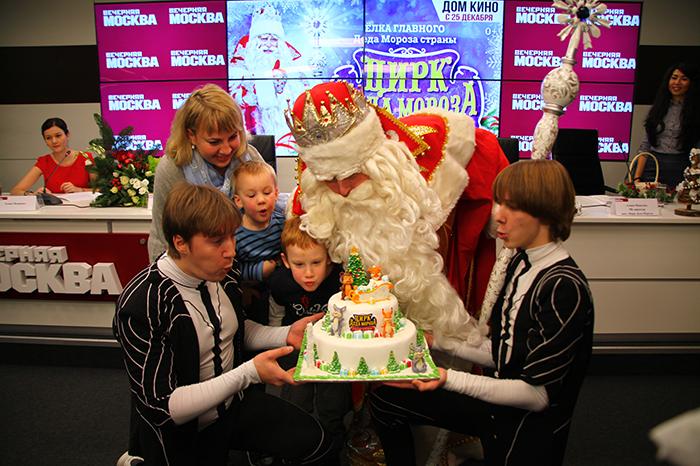 Фото №3 - Главный Дед Мороз страны дал пресс-конференцию