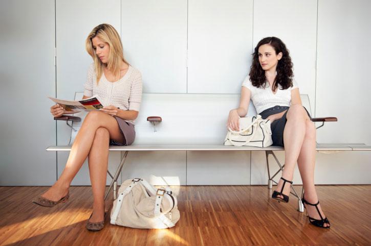 Две женщины в магазине