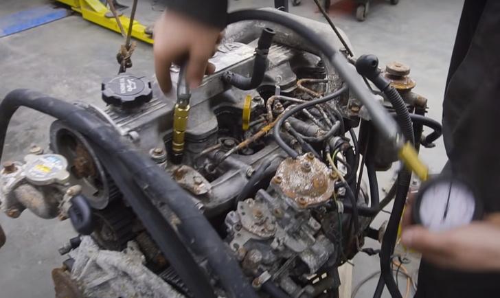 Фото №1 - Русские умельцы переделали дизельный движок в бензиновый, и вот что у них получилось (видео)