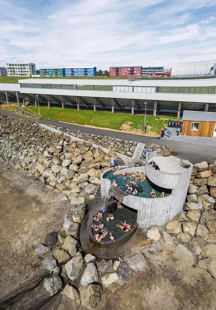 Фото №8 - Купальня Guðlaug baths в Исландии