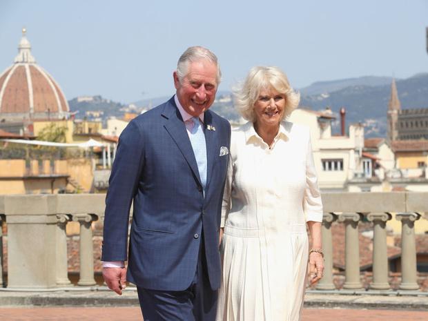 Фото №2 - Широкий размах: самый дорогой королевский тур принца Чарльза и герцогини Камиллы