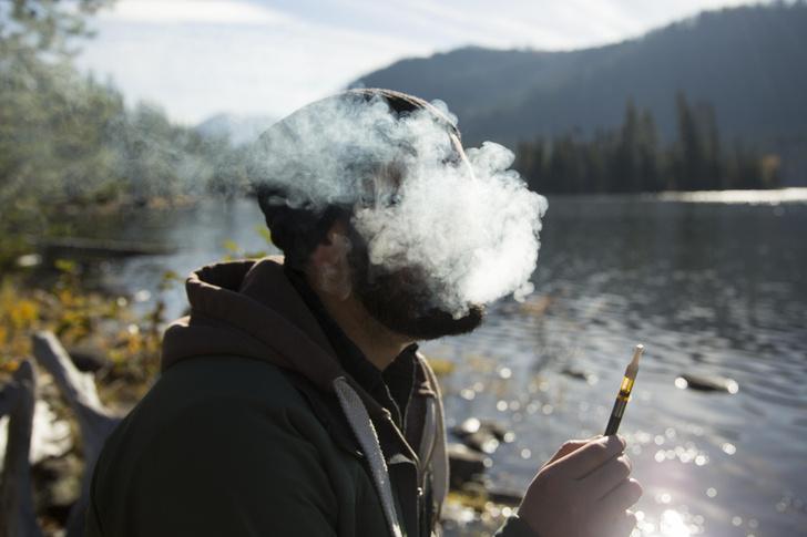 Фото №1 - Когда вреднее курить — перед тренировкой или после? И еще 9вопросов о курении
