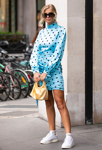 Фото №9 - Какие платья можно носить с кроссовками: советы стилиста