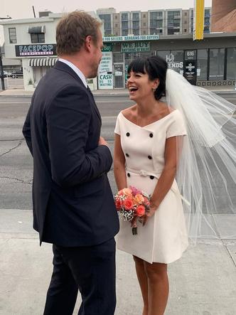 Фото №7 - Самые стильные звездные невесты 2020 года, которые нас впечатлили