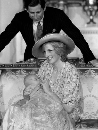 Фото №4 - История в фотографиях: какими были крестины принца Уильяма, и кто стал крестными родителями будущего короля