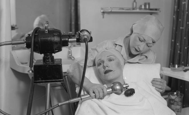 Фото №3 - Бьюти-экзекуции: процедуры, которые делали наши предки