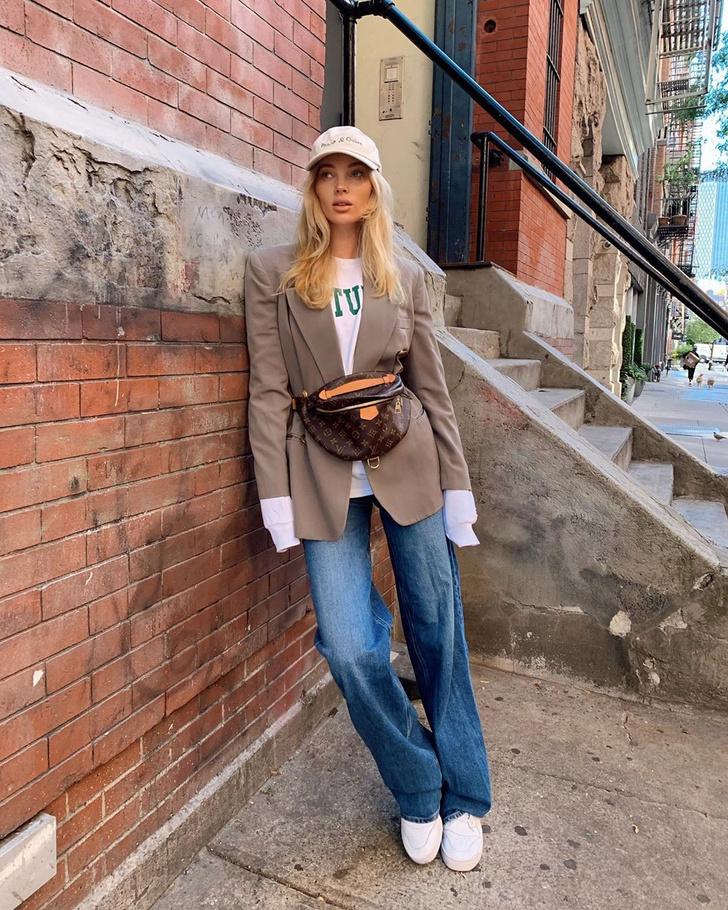 Фото №1 - Осенью носите поясную сумку с пиджаком, как это делает Эльза Хоск