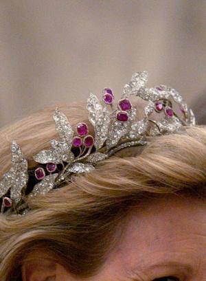 Фото №10 - Камни судьбы: самые роскошные рубиновые тиары королевских семей