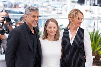 Джоди Фостер, Джордж Клуни и Джулия Робертс на премьере фильма «Финансовый монстр»