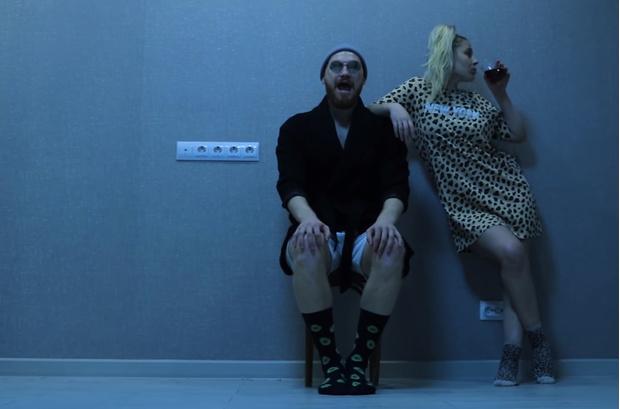 Фото №1 - «Аквадискотеку» с Александром Гудковым ты наверняка видел. А эти клипы про нее же, скорее всего, пропустил