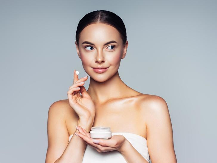 Фото №1 - Особо опасны: 4 компонента в составе косметики, которые старят кожу