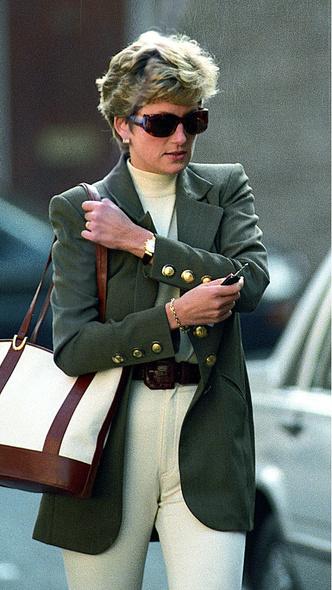 Фото №17 - Любимый предмет гардероба: как принцесса Диана носила жакеты и блейзеры— 30 вдохновляющих примеров