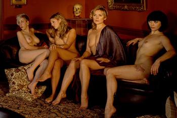 Фото №2 - Ким Кэтролл снялась топлесс в 52 года