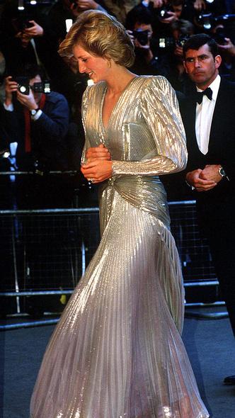 Фото №2 - Как королевские особы одеваются на кинопремьеры: самые роскошные выходы, которые вошли в историю