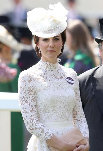 Фото №15 - Гардероб на миллион: самые дорогие наряды герцогини Кейт