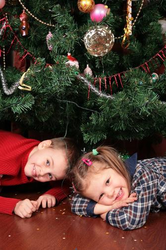 Праздник — самый подходящий повод приобщить ребенка к удовольствию не только получать, но и отдавать, дарить.