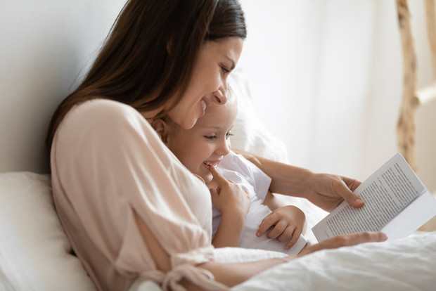 Фото №2 - Зачем на самом деле нужно читать детям сказки: 8 причин