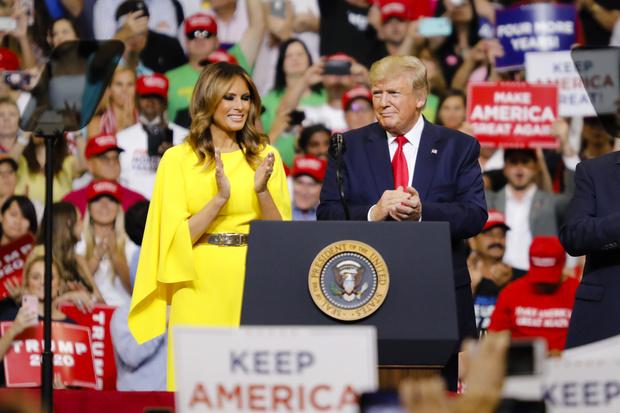 Фото №18 - Большая разница: как менялся стиль Мелании Трамп во время президентских кампаний мужа