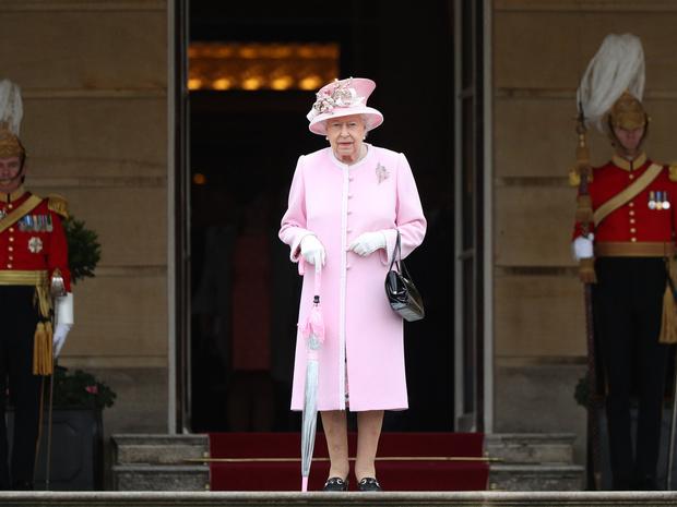 Фото №1 - Почему Королева может больше никогда не вернуться в Букингемский дворец