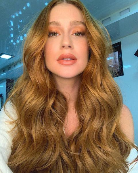 Фото №2 - Клубничный блонд: идеальный оттенок волос для тех, кто не может выбрать между розовым и рыжим