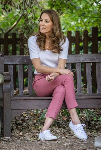 Фото №2 - Любимые кроссовки герцогини Кейт: от спортивных до повседневных