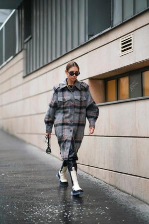 Фото №4 - С чем носить кожаные брюки зимой 2020-2021: учимся у стритстайл-героинь