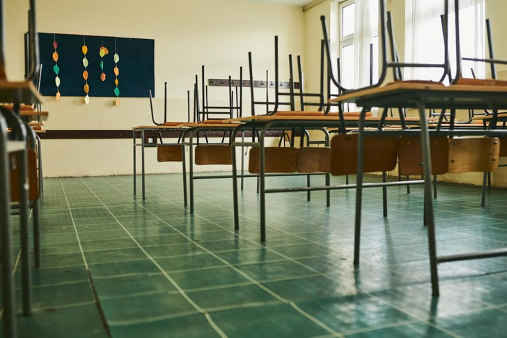 Фото №1 - «Ребенка заставили подметать класс. А не обнаглела ли школа?»