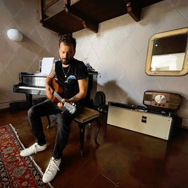 Фото №10 - Не Måneskin едиными: еще 10 трендовых итальянских музыкантов